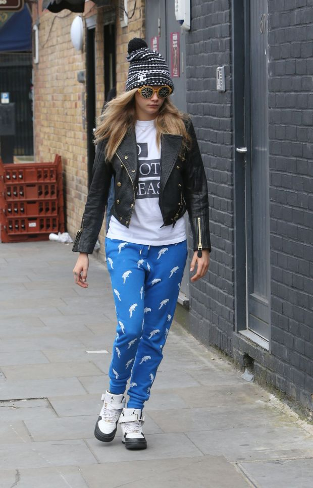 cara-delevingne-street-style-out-in-notting-hill-june-2014_1