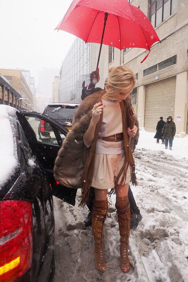 en-iyi-sokak-stilleri-2014-little-NYC-blizzard-wasnt-going-stop-woman-outfit-game