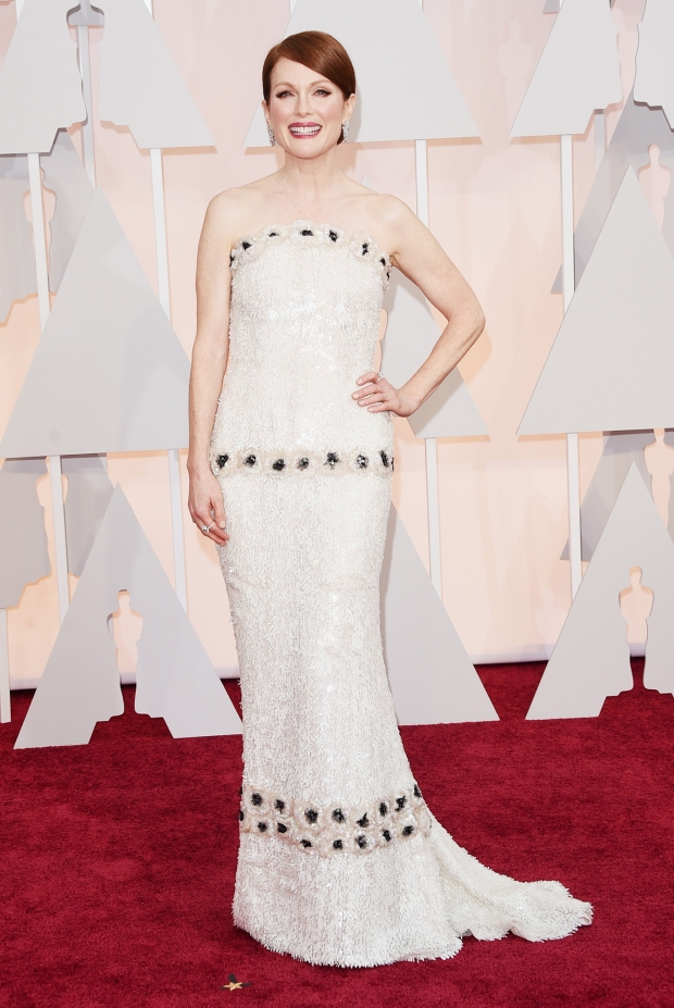 Julianne Moore, in Chanel Haute Couture, with Chopard jewels